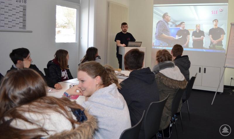 Florian Hufsky informierte die SchülerInnen bei SLE über den Beruf des Mechatronikers.