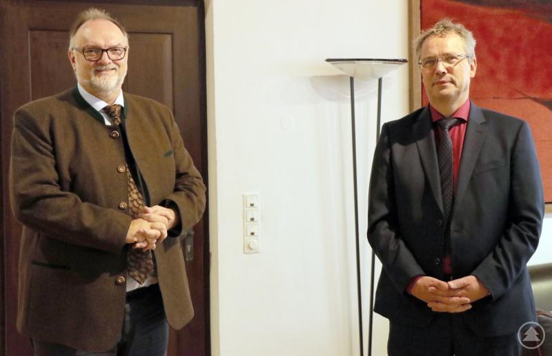 Oberbürgermeister Jürgen Dupper (links) freut sich auf die Zusammenarbeit mit Dekan Jochen Wilde.