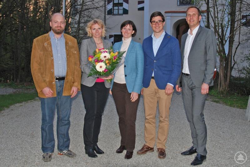 v.l.: Anselm Feldmeier (1. Vorsitzender der WJ Rottal-‐Inn), Veronika Lindner (Vorstand Finanzen, Lindner Group), Stephanie Lindner (Mitglied im Vorstand der Hans-‐Lindner-‐Stiftung), Georg Kusser (1. Vorsitzender der WJ Passau) und Günther Greil (WJ-‐Mitglied und Bereichsvorstand Finanzen und Personal der Lindner Group)