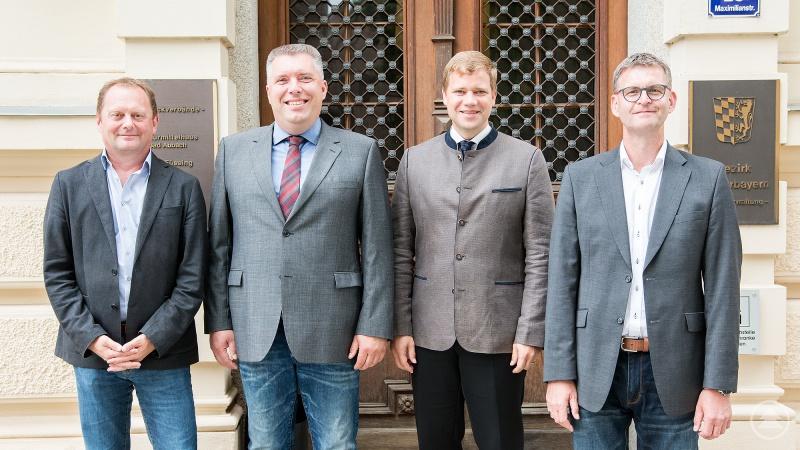 Andreas Holzhausen, der Vorsitzende der GdP-Bezirksgruppe Niederbayern (r.), und seine Stellvertreter Martin Lehner sowie Sigi Saatberger (v. l.) trafen sich mit Bezirkstagspräsident Dr. Olaf Heinrich in Landshut zu einem Fachgespräch.