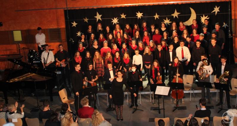 Der Chor und das Orchester als glanzvoller Schlusspunkt.