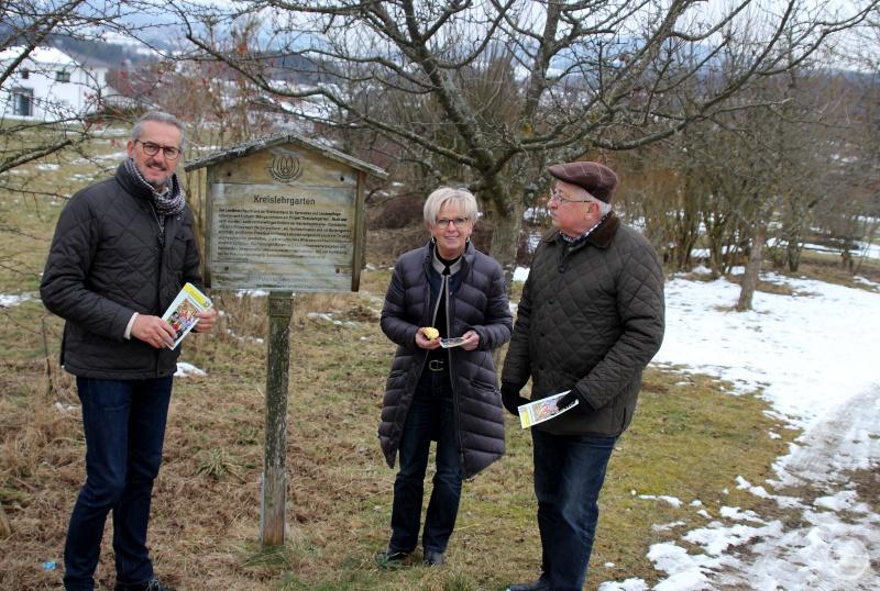 (v.li): Klaus Eder, Rita Röhrl und Vorstandsmitglied Michael Fremuth bei der Programmvorstellung.