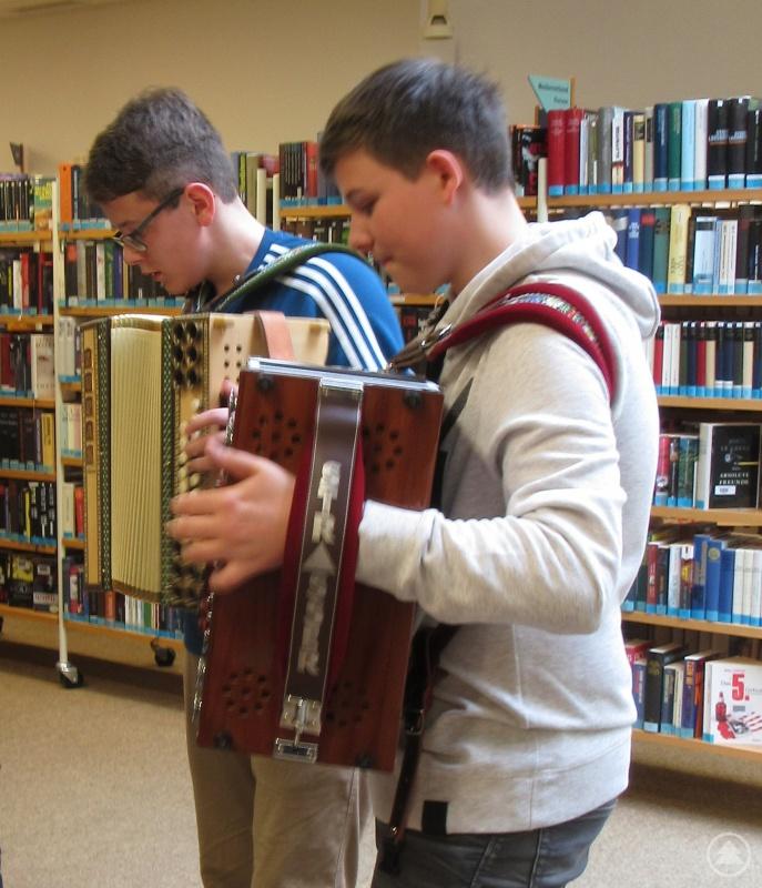 Josef Wurm (links) und Matthias Blob (rechts) bereicherten die Veranstaltung musikalisch.