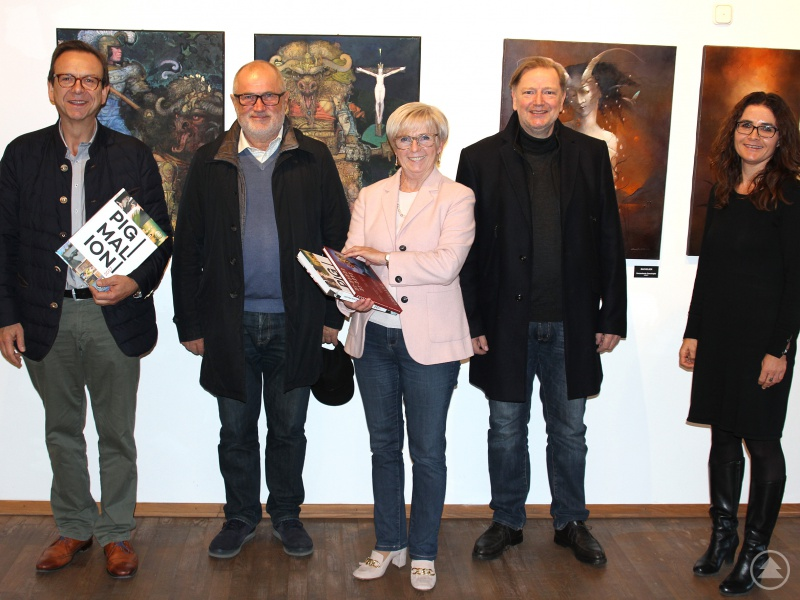 (v.li.). Bürgermeister Franz Wittmann, Gorazd Cuk, Landrätin Rita Röhrl, Reinhard Schmid und Monika Häuslmeier in der Ausstellung im Alten Rathaus Viechtach.