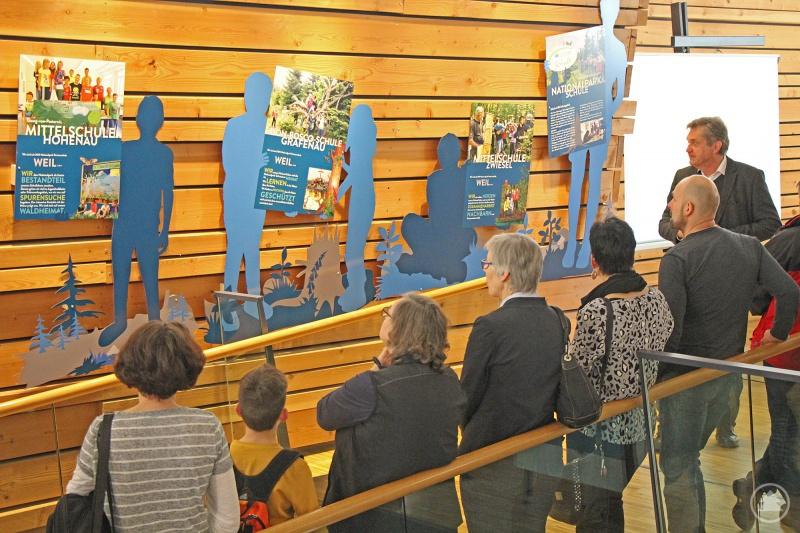Nationalparkleiter Franz Leibl präsentierte den Vertretern der Nationalpark-Schulen den neuen Ausstellungsbereich im Haus zur Wildnis.
