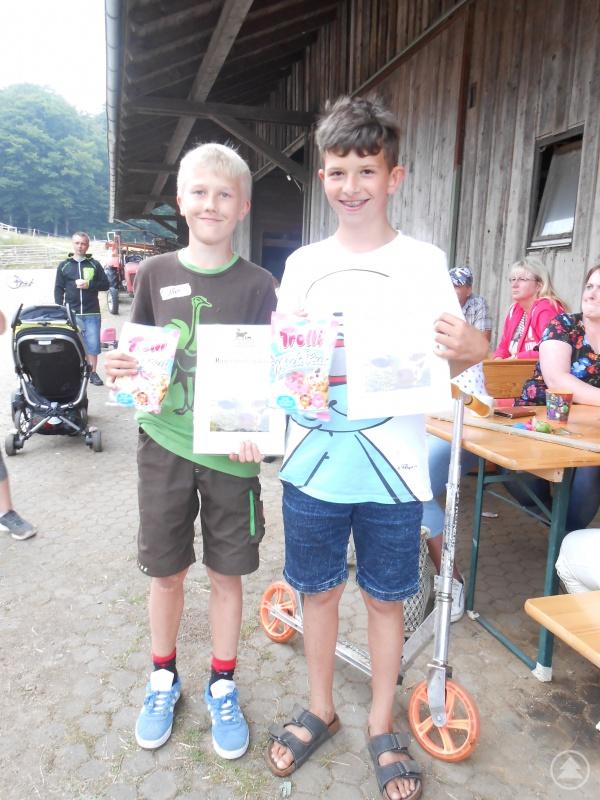 Die Bauernhofolympiasieger Nico und Steven (von links)