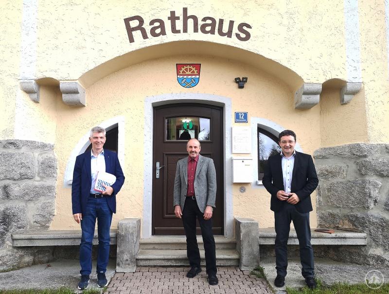 v.l.: MdL Prof. Dr. Gerhard Waschler, Bürgermeister Heinz Scheibenzuber und MdL Max Gibis