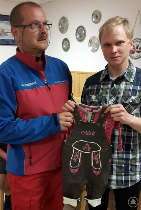 Bereitschaftsleiter Harald Keller (links) und der frischgebackene Vater und Ausbildungsleiter Matthias Stockbauer
