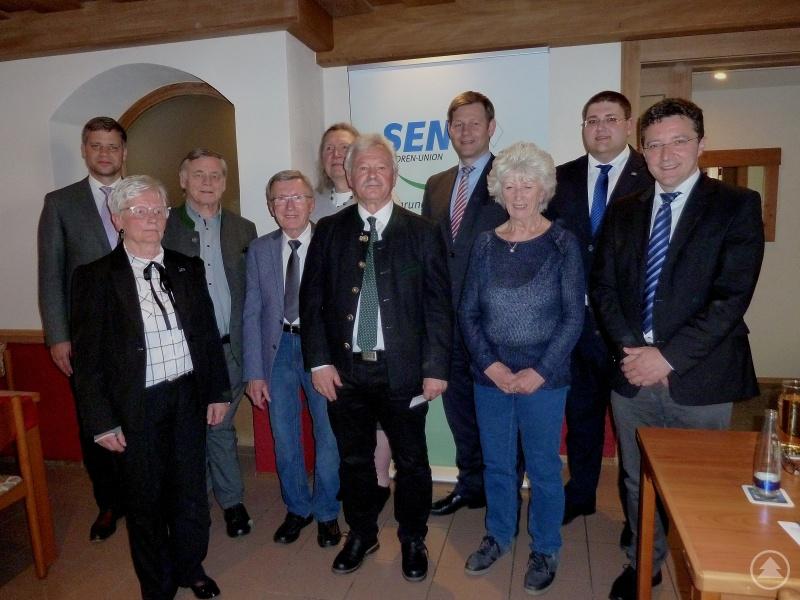 von links nach rechts: CSU-Kreisvorsitzender Dr. Olaf Heinrich, Sonja Jürgens, Hans Hilz, Joachim Schewiola,  Dr. Elena Möhring, Kreisvorsitzender Günter Obermüller, MdB Thomas Erndl, Gundi Seemann,  JU-Ortsvorsitzender Christoph Weishäupl und MdL Max Gibis