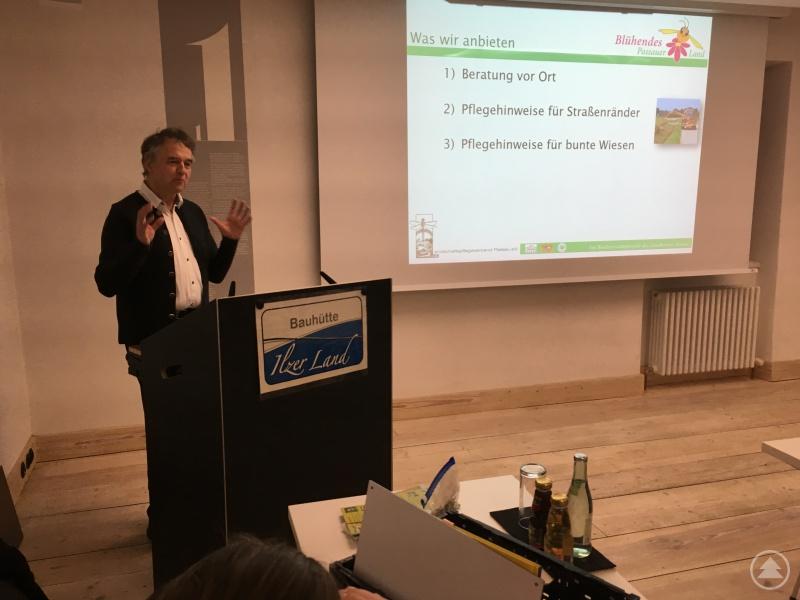 Franz Elender bei seinem engagierten Vortrag vor den Bürgermeistern der Ökomodellregion.