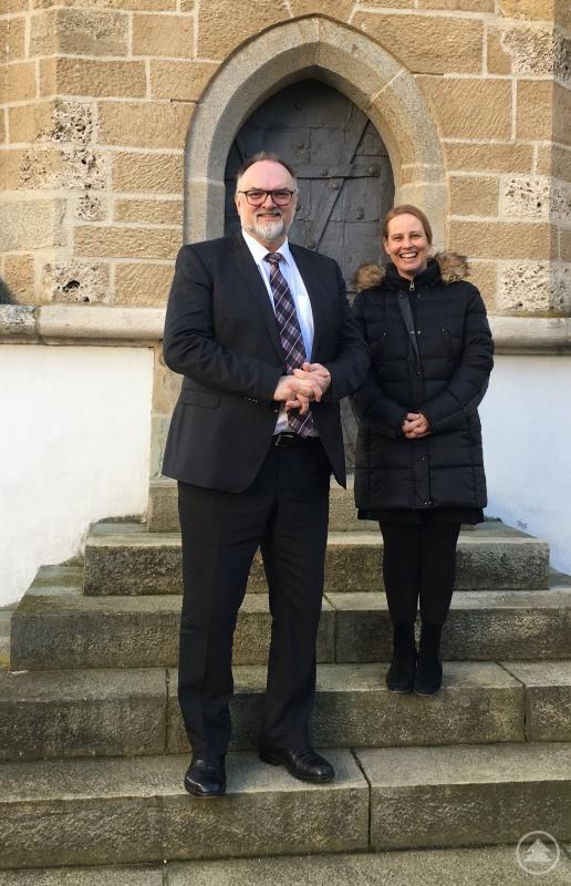 v. l.: Oberbürgermeister Jürgen Dupper und Museumsleiterin Dr. Stefanie Buchhold freuen sich über die gute Bilanz zum Jubiläumsjahr der Veste Oberhaus.