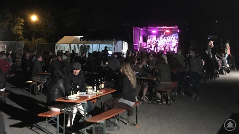 Die Trailerbühne des Bezirks Niederbayern im Einsatz: Das letzte Konzert in 2020 fand am 19. September in Johanniskirchen mit der Band Gringo Bavaria statt.