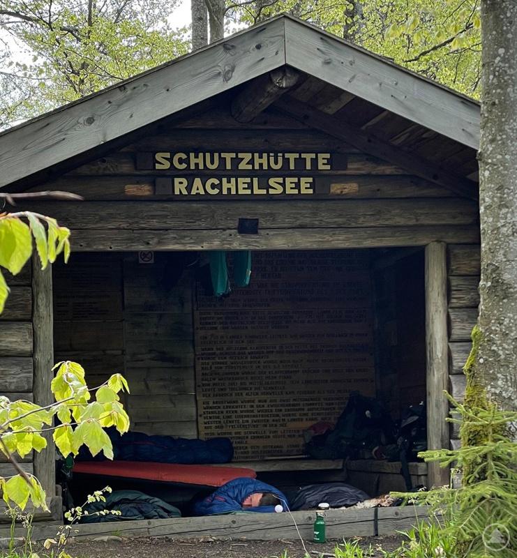 Auch das Campieren in Schutzhütten ist verboten. Diese dienen nur dem Unterstand im Falle eines Unwetters.
