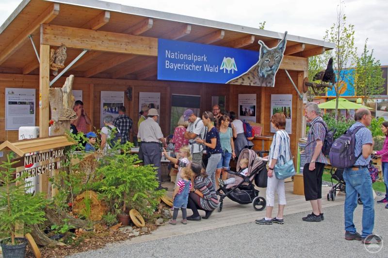 Viel Gartenschaubesucher informierten sich am Nationalparkstand über Natururlaub im Bayerischen Wald.