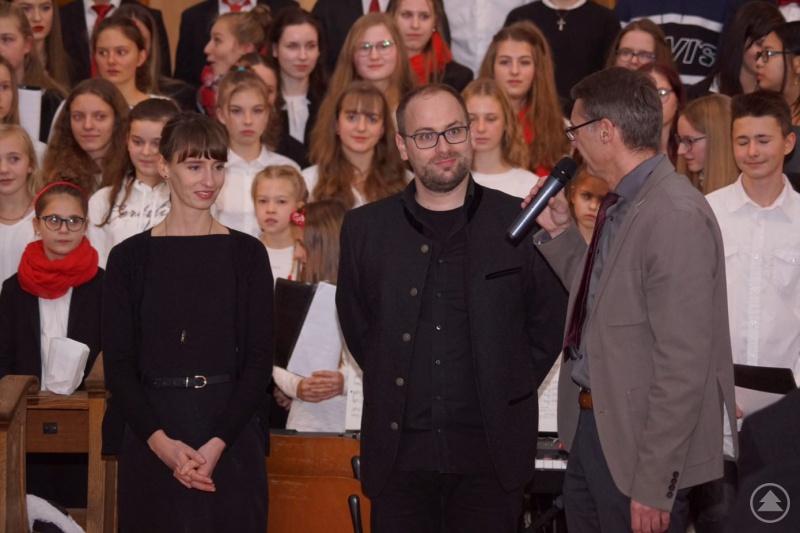 Schulleiter Christian Schadenfroh mit den beiden Musiklehrkräften Carolin Freiss und Franz Xaver Oswald.