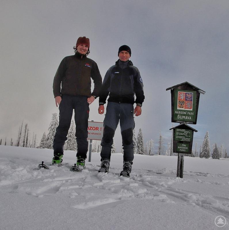 Gemeinsame Streifen bayerischer und tschechischer Ranger, wie hier von Michael Pscheidl (links) und Pavel Nedved in der Nähe des Grenzübergangs Gsenget, wird es in Zukunft häufiger geben.