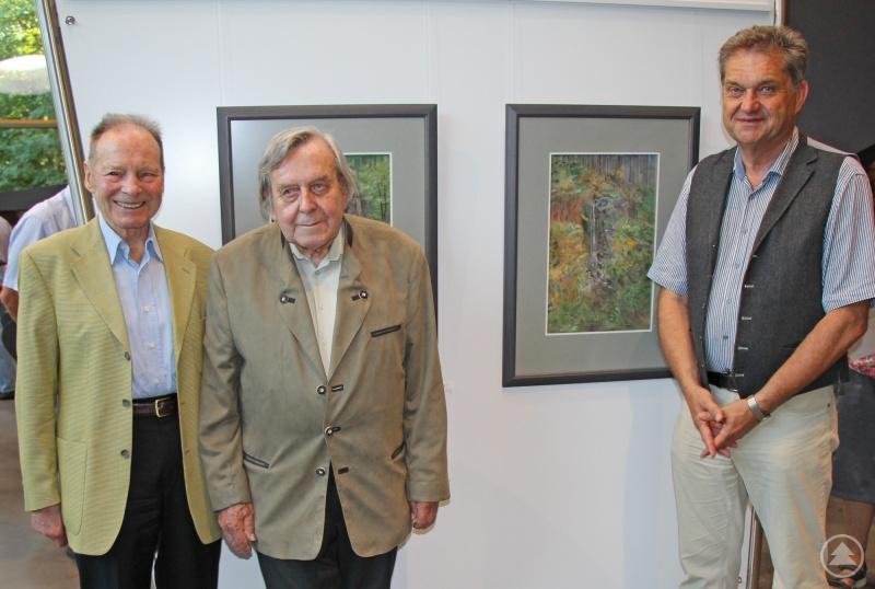 Zu den Schachten-Bildern von Gerhard Steppes-Michel (Mitte) gab's bei der Vernissage im Haus zur Wildnis nur positives Feedback – etwa von Laudator Heinz Huther (links) und Nationalparkleiter Franz Leibl.
