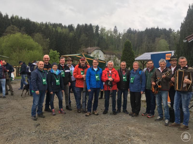 Hermann Baumann, der Vorsitzende der ARGE Ilztal & Dreiburgenland und Gastgeber Georg Hatzesberger, Bürgermeister von Aicha v.W. freuten sich, dass auch zahlreiche Bürgermeister aus den Kommunen im Passauer Oberland und im Ilzer Land gekommen waren.
