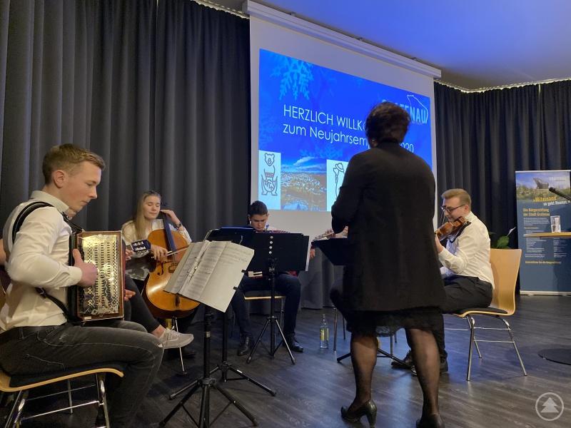 """Für gute Unterhaltung sorgte die """"Stehaufmusi Grafenau"""" unter der Leitung von Sabine Jungwirth."""