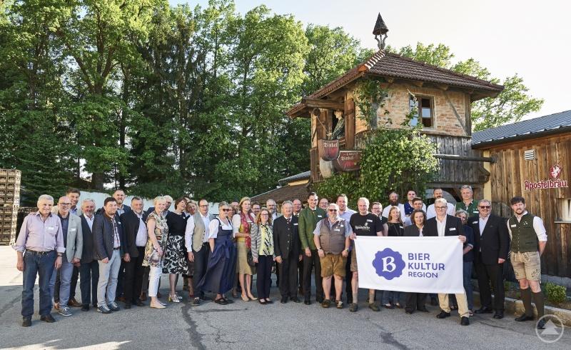 Die Kooperationspartner der Bierkulturregion feiern mit einer Premierenbierspezialität im Apostelbräu Hauzenberg die Premiere ihrer niederbayerischen Bierkulturregion.