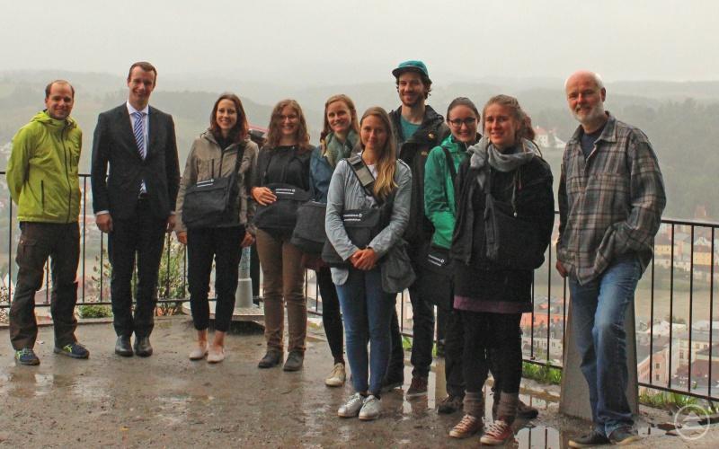 Nach dem Treffen der sieben Umweltpraktikanten ging's noch auf die Veste Oberhaus, auch wenn das regnerische Wetter nicht den besten Blick auf Passau ermöglichte.