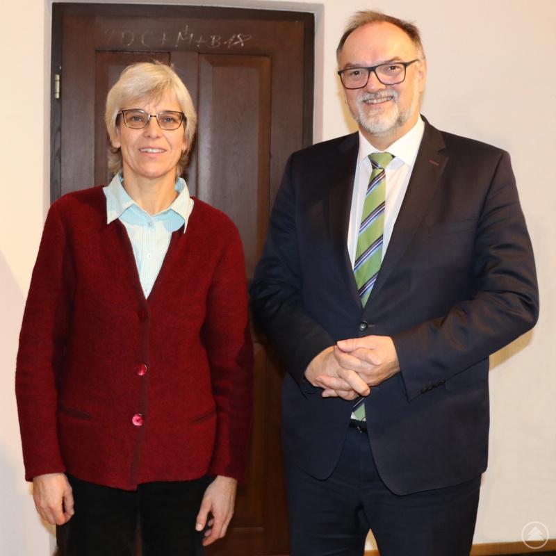 Gegenseitiges Dankeschön für eine gute Zeit: Pfarrerin Ulrike Häberlein und Oberbürgermeister Jürgen Dupper.