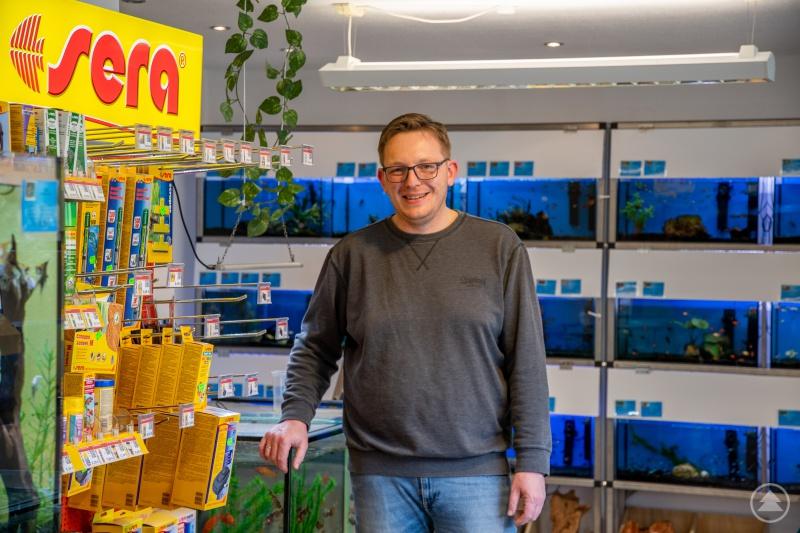 Georg Apfelbacher (Zoo Apfelbacher) im neuen Geschäft in der Schwarzmaierstraße