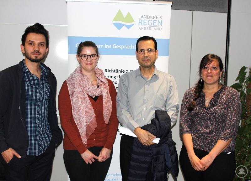 Unser Bild zeigt (v.li.) Sprachmittler Mustafa Kabas Alabed, Kristina Beckermann, Sprachmittler Abdullah Emam und Franziska Regner.