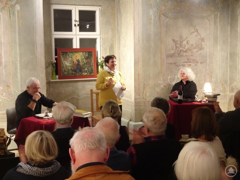 v.l. Karl-Heinz Reimeier, stellv. Landrätin Renate Cerny, Jakob Wünsch, im vollbesetzten Fürstenzimmer
