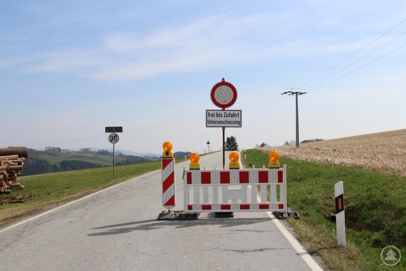 Eine Vollsperrung gibt es kommende Woche auf der Kreisstraße FRG 7 zwischen Oberanschießing (Gemeinde Perlesreut) und Schneidermühle (Markt Tittling). Die Straße wird von Montag, 20.04., bis Freitag, 24.04.2020, für den kompletten Verkehr gesperrt.