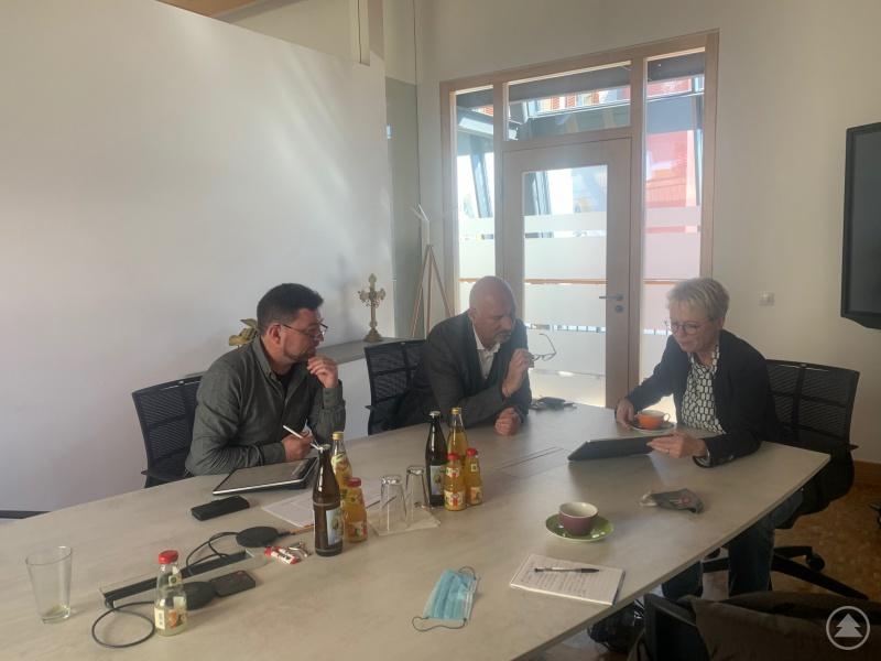 v. l. Alex Sagberger, Manfred Eibl und Gudrun Donaubauer