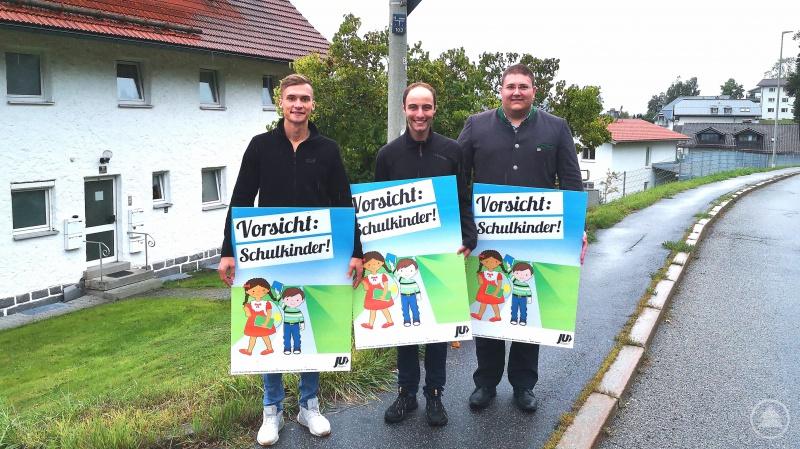 von links nach rechts: Jonas Kellner, stellv. JU-Kreisvorsitzender Sebastian Weber sowie  JU-Orts- und Kreisvorsitzender Christoph Weishäupl.