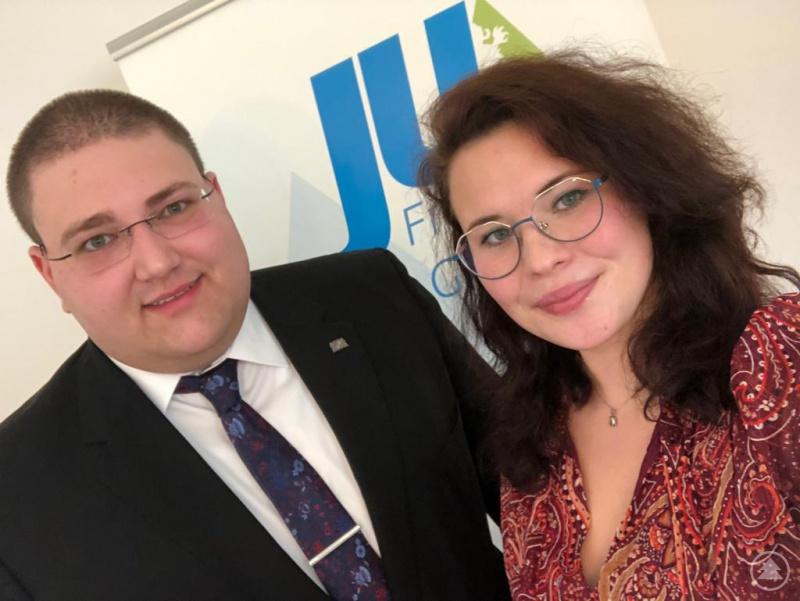JU-Kreisvorsitzender Christoph Weishäupl (links) und Elena Kellner (rechts) führten als Moderatoren durch die erste virtuelle Kreismitgliederversammlung der Jungen Union Freyung-Grafenau.