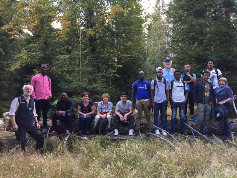 Die Teilnehmer aus Eritrea, Sierra Leone, Afghanistan, Syrien und Bayern erkundeten den bayerischen Urwald im Nationalpark.