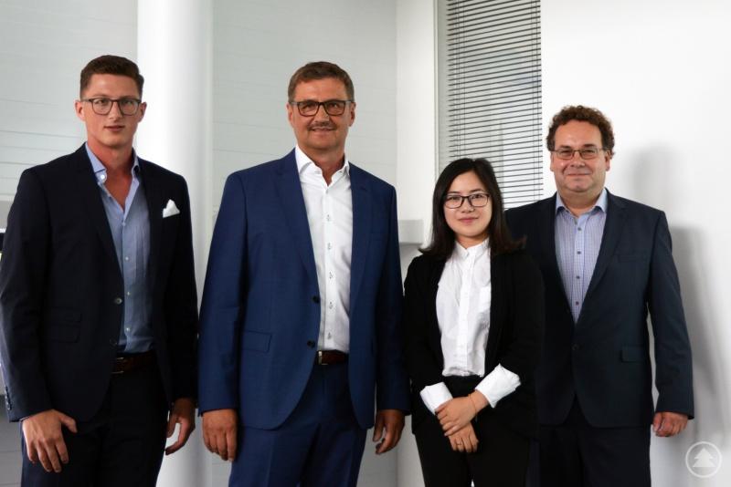 Freuen sich auf Synergien und Chancen weltweit durch die neue Firmenpräsenz in China: Matthias Kainz (v.l.), Christian Kainz, Joyce Wu und Michael Lerch.