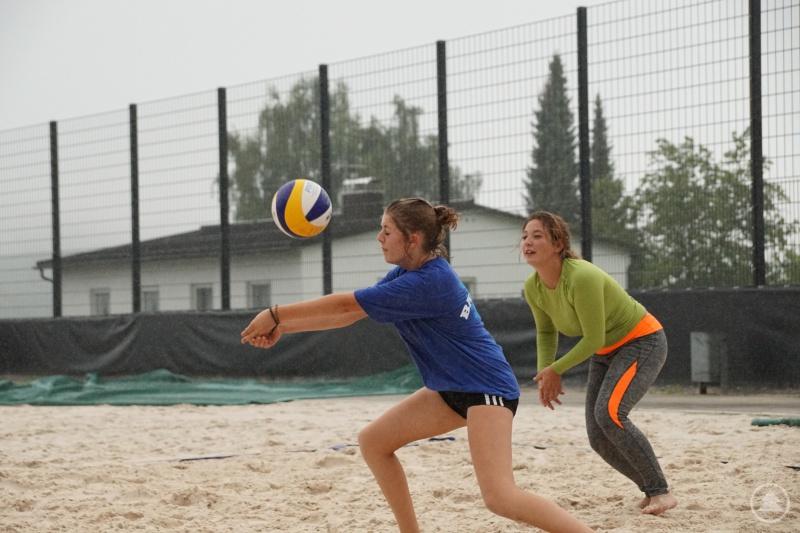 Auch heftiger Regen konnte den Volleyballern nicht den Spaß am Spiel verderben