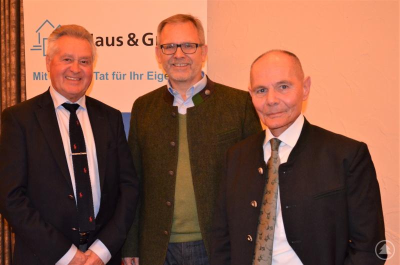 (v.l.) Versicherungsexperte Walter Maier, Haus und Grund Passau-Vorsitzender Klaus Fiedler und Rechtsexperte Manfred Nikui von Haus und Grund Bayern.