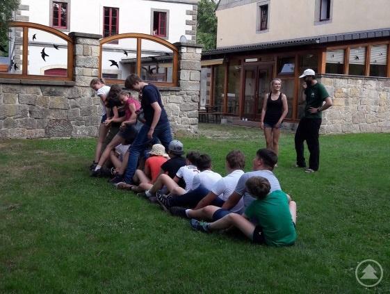 Bei Kooperationsspielen lernten sich die Schüler aus Zwiesel und Sebnitz kennen.