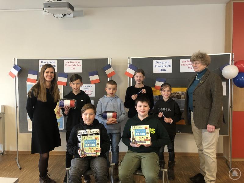 Siegerehrung des Frankreichquiz' anlässlich des deutsch-französischen Tages am Gymnasium Freyung
