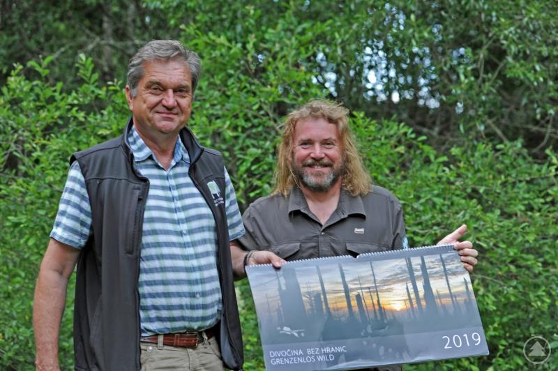 Freuen sich über die gelungene Neuauflage des Kalenders: Nationalparkleiter Franz Leibl (links) und Nationalparkdirektor Pavel Hubený.