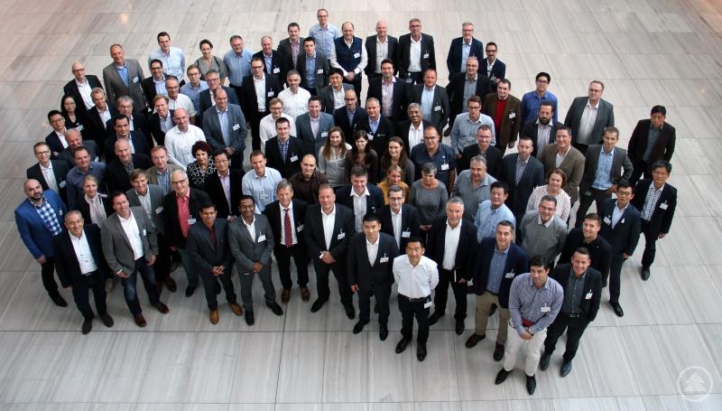 Multikulturelles Meeting bei ZF in Patriching: Die Teilnehmer des Vertriebsseminars für Arbeitsmaschinen kommen aus 26 verschiedenen Ländern der ganzen Welt.