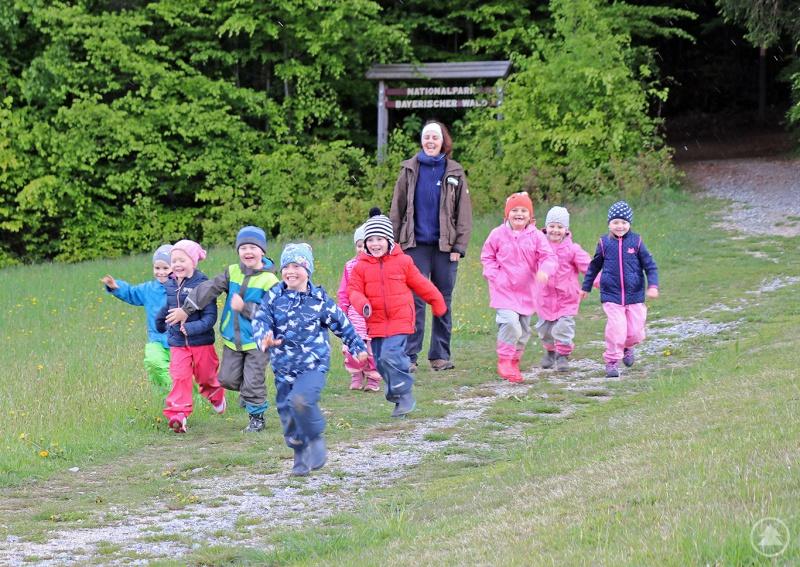 Mit abwechslungsreichen Spielen können die Kinder bei den Ferienaktionen des Nationalparks die Natur erkunden.