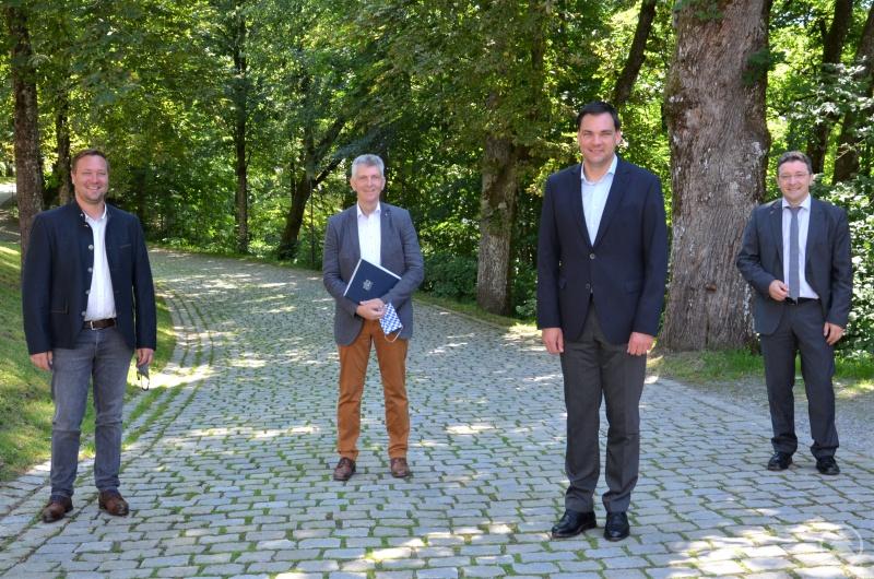 (v.l.) Bezirksrat Josef Heisl, MdL Prof. Dr. Gerhard Waschler, Landrat Sebastian Gruber und MdL Max Gibis.