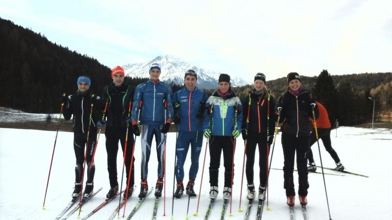 Zu sehen sindvon links: Jonas Gubisch, Soran Aksoy, Johannes Wurzer, Alexander Bender, Antonia Lang, Julia Weny und Amelie Kellermeier.