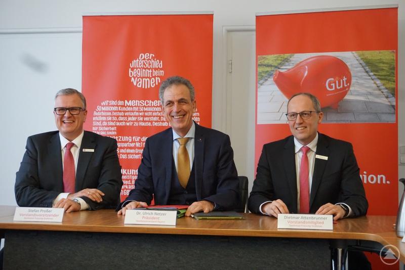 v.l.: Vorstandsvorsitzender Stefan Proßer, Präsident Dr. Ulrich Netzer und Vorstandsmitglied Dietmar Attenbrunner