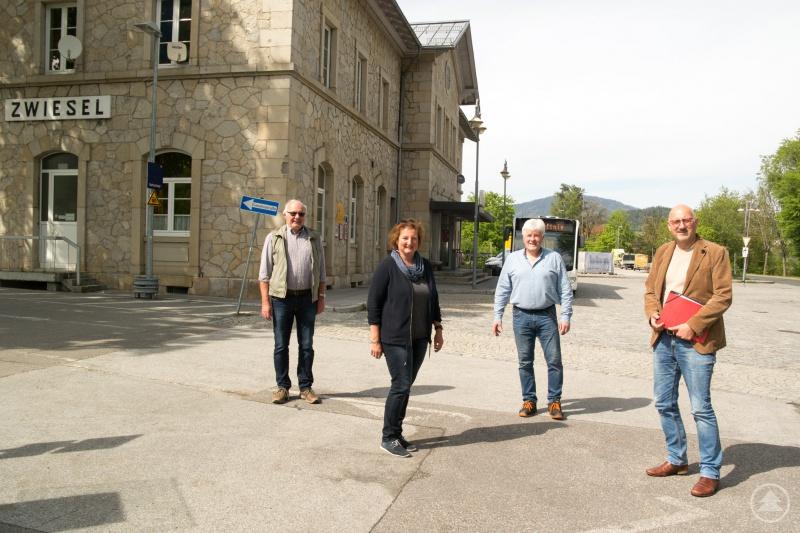 von links nach rechts: Hans – Peter Marx, Susanne Vilsmeier-Wenzl, Josef Süss, alles Stadträte in Zwiesel und MdL Manfred Eibl