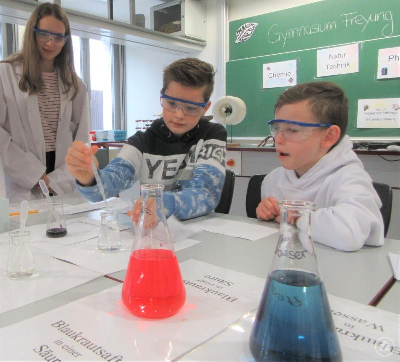 Spannung im naturwissenschaftlichen Labor!