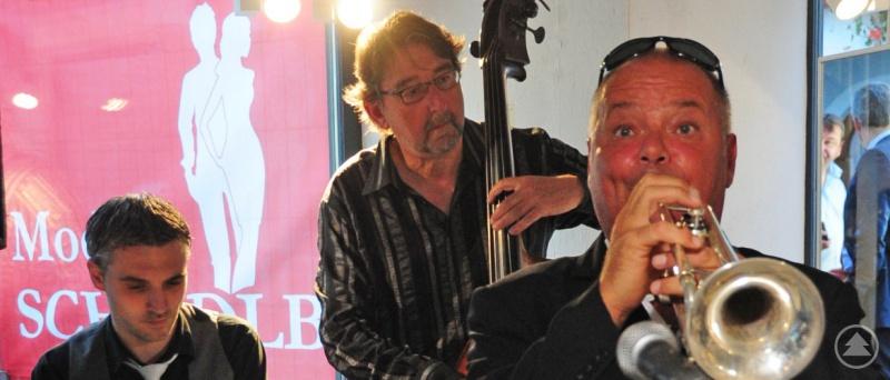 """Mit Klassikern des Jazz wird das Trio """"Private Joker"""" beim Lauschersonntag am 3. Juni die Gäste unterhalten."""