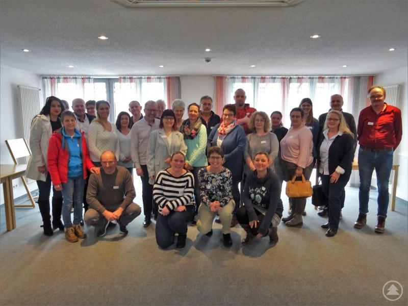 Zahlreiche interessierte Pflegeeltern und PflegeelternbewerberInnen der Jugendämter Niederbayern-Ost bei der Veranstaltung am 07.03.2020, also vor den aktuell geltenden Regelungen zur Vermeidung der Corona-Pandemie.