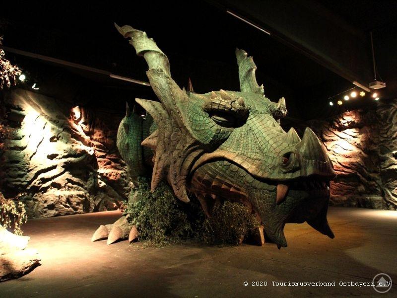 Den großen gibt es in der Drachenhöhle zu bestaunen.